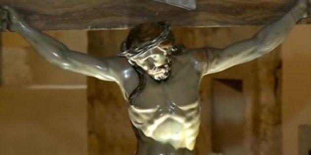 Cette statue de Jesus-Christ contenait un message caché depuis 240