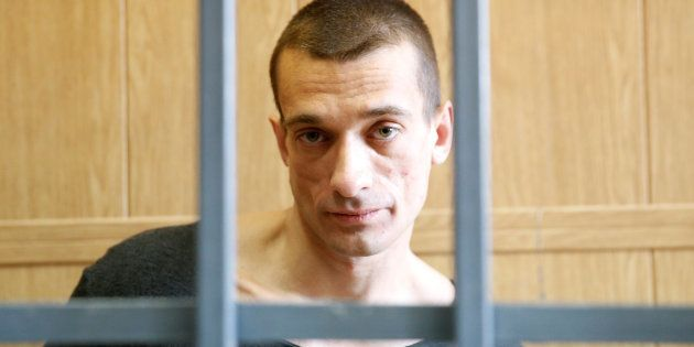 Petr Pavlenski, artiste anti-Poutine, doit-il mourir pour parachever son