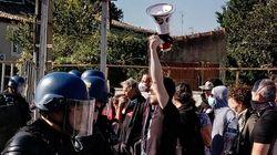 Manifestation anti-corrida sous haute tension pendant des mises à mort de jeunes taureaux dans le