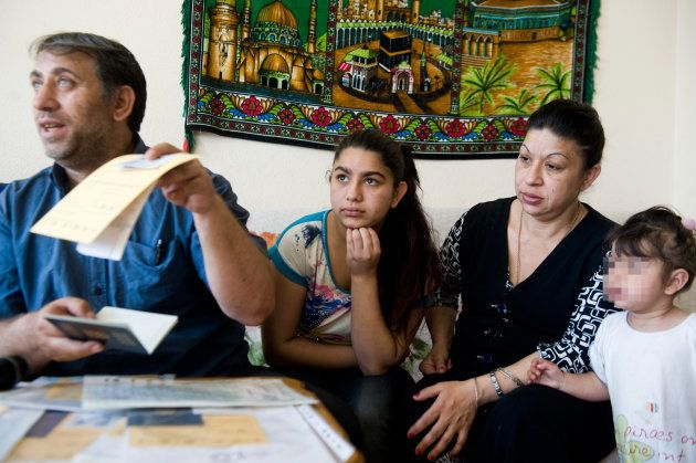 Resat Dibrani et sa fille Leonarda, le 23 mai 2014 à Mitrovica, au