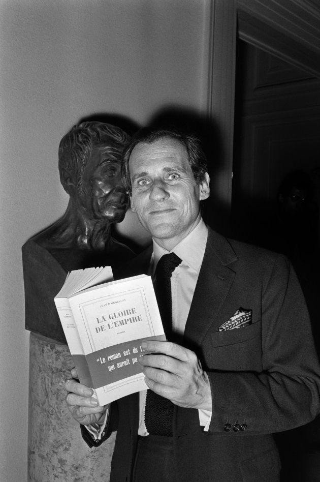 Jean d'Ormesson avec son livre, le 4 novembre