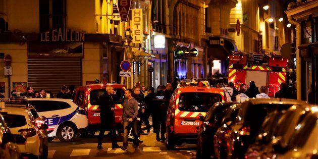 La police et les pompiers sur place après les faits qui se sont déroulés rue Monsigny dans le 2e arrondissement...
