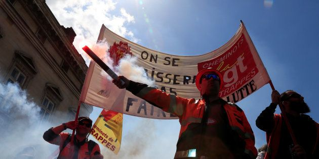 À la SNCF, le mouvement syndical se durcit, les cheminots appelés à se