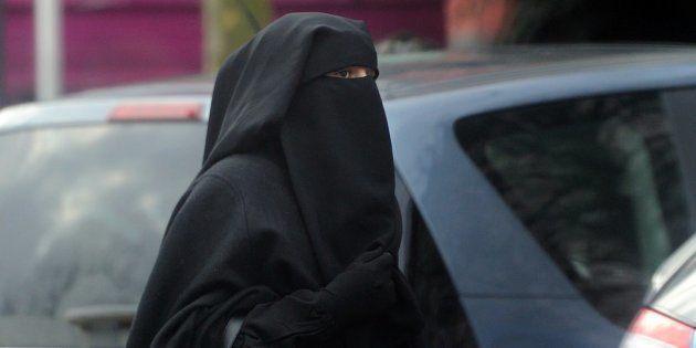 Une femme portant un niqab à Rouaix en
