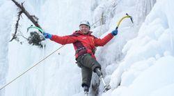 À 69 ans, cet alpiniste amputé réussi l'exploit d'escalader