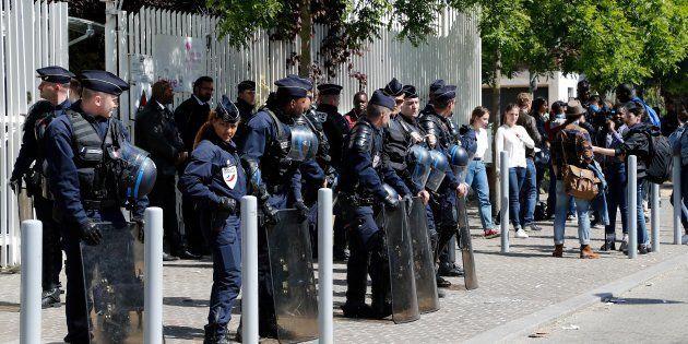 Universités: en s'attaquant aux partiels, la mobilisation des étudiants bloqueurs franchit un nouveau