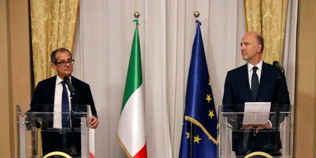 Le ministre de l'économie italien Giovanni Tria lors d'une conférence de presse avec Pierre Moscovici...