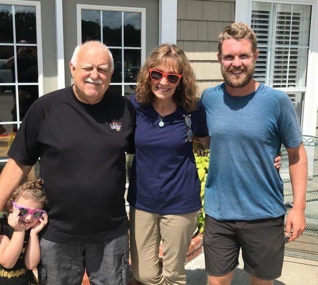 Jour 64 (20 juillet 2018, Marshall, Missouri): rencontrant Mike dans un restaurant où il se rendait en famille et apprenant qu'il cherchait un endroit où passer la nuit, Mark Gooden, le maire de Marshall, l'a invité à dormir chez lui.