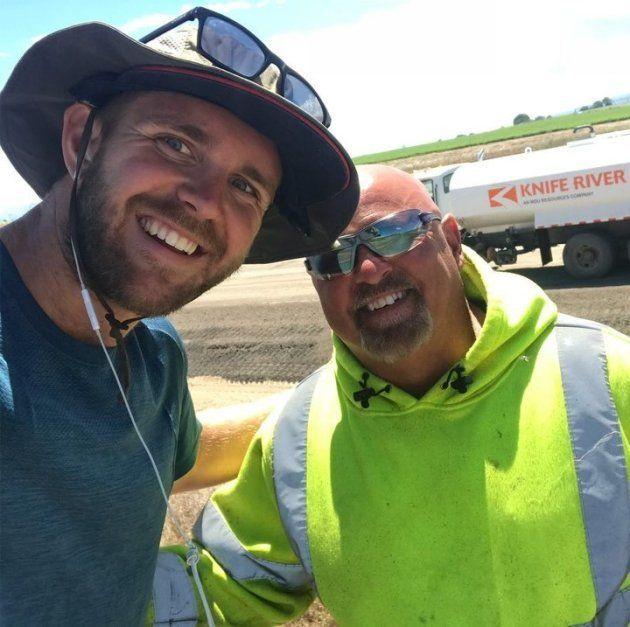 Jour 20 (14 juin 2018, Rupert, Idaho): Carl, un ouvrier dans le bâtiment, fait partie des bienfaiteurs qui ont fourni de l'eau à Mike pendant son voyage. Sur cette route brûlante de l'Idaho, la nécessité d'hydratation commençait vraiment à se faire sentir.