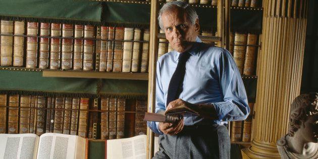 Jean d'Ormesson dans la bibliothèque