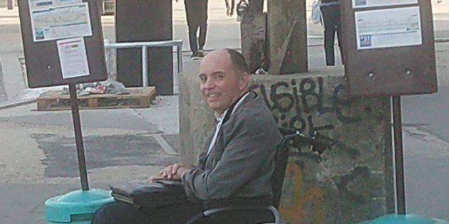 Grâce à un chauffeur RATP, cet homme à mobilité réduite a pu monter dans le bus qui était