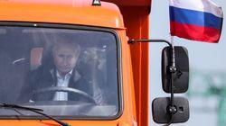 Poutine au volant d'un gros camion pour inaugurer le pont reliant la Crimée annexée à la