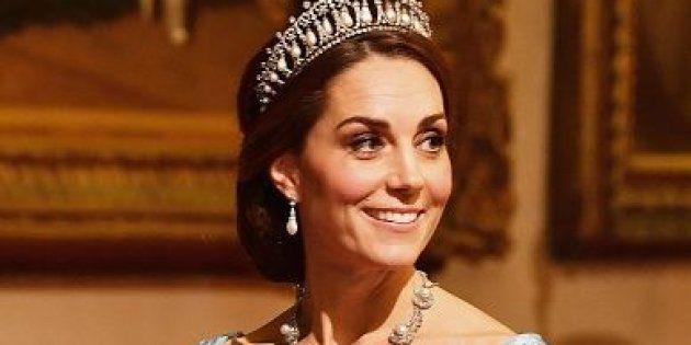 La Duchesse de Cambridge porte l'ancienne tiare de Diana à l'occasion d'un dîner d'État, le 23 octobre