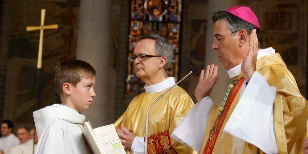 Michel Aupetit (à droite), ancien médecin nommé archevêque de Paris par le pape