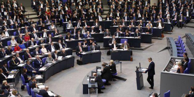 Le premier président de l'AfD au Parlement, Bernd Baumann, prononçant son discours lors de la première...