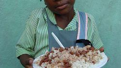 En Haïti, suivez le parcours des repas scolaires du PAM, produits localement, des champs à l'assiette (et vous allez être éto...