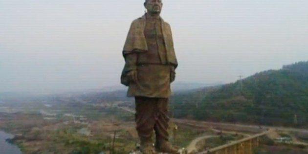 La Statue de l'Unité est un monument dédié à Sardar Patel dans l'État du Gujarat. Face au barrage de...