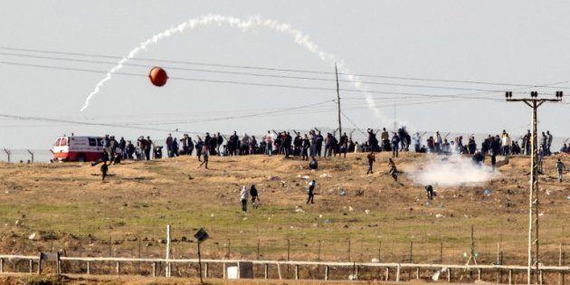 Des heurts entre Palestiniens et soldats israéliens à la frontière Gaza-Israël le 8 décembre