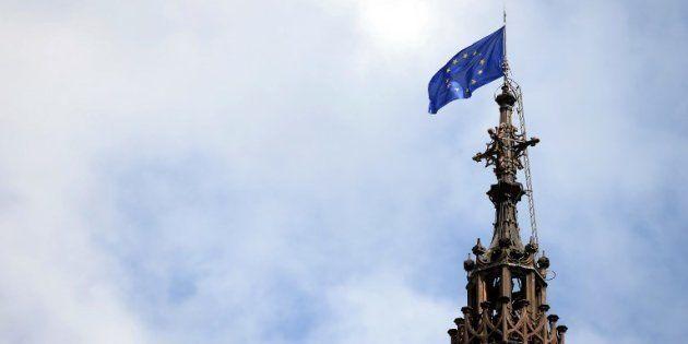 Emmanuel Macron débute sa semaine de commémorations dans la cathédrale de Strasbourg, ici ornée d'un...