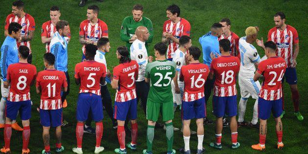 Les Madrilènes ont réservé une belle haie d'honneur aux Marseillais après la finale de l'Europa League...