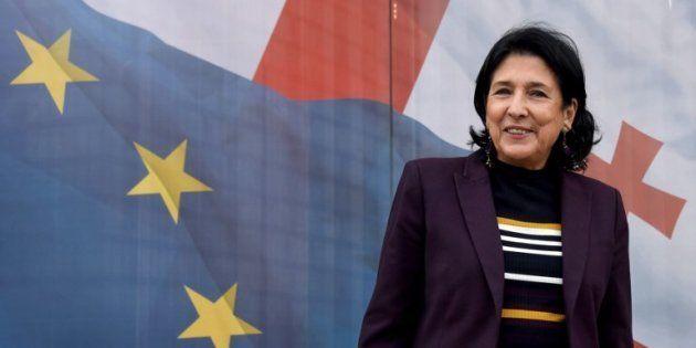 Salomé Zourabichvili devant son QG de campagne pour la présidentielle en