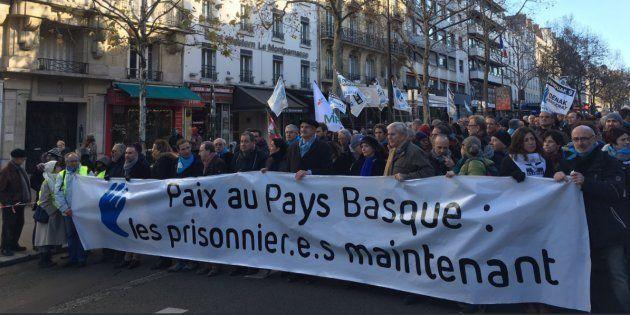 Des milliers de manifestants à Paris pour la libération des prisonniers