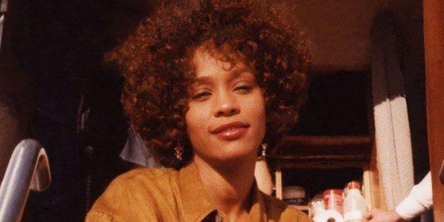 Whitney Houston aurait été agressée sexuellement par sa cousine Dee-Dee Warwick étant enfant selon le...