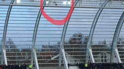 Une partie des tribunes du stade d'Amiens évacuée alors qu'un projecteur menace de