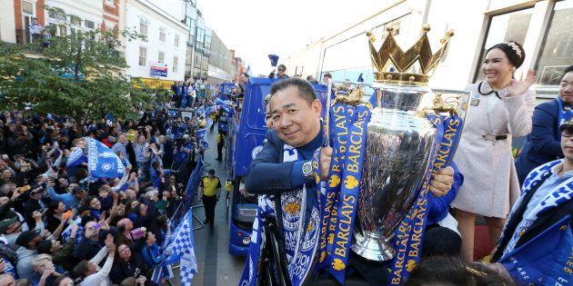 Vichai Srivaddhanaprabha lors de la parade du Leicester City FC, après le titre de champion d'Angleterre...