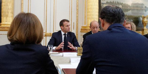 Le conseil des ministres a été avancé d'une journée par Emmanuel Macron qui s'offre ainsi une journée...