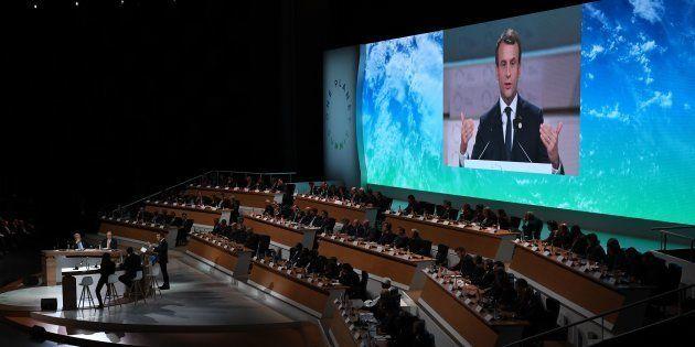 Le Président Emmanuel Macron lors d'un discours au One Planet Summit le 12 décembre 2017 à La Seine Musicale...
