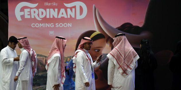 Des Saoudiens à l'ouverture du nouveau cinéma de Riyad, le 30 avril