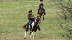 Roy Moore arrive à cheval pour voter dans l'Alabama, les fans d'équitation ne l'ont pas