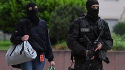 Attentat au couteau à Paris: les deux femmes proches de l'assaillant remises en