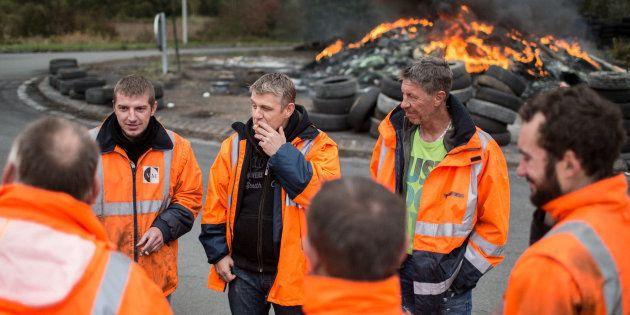 Saint-Saulve (59), le 27 octobre 2018. Les salariés en grève de l'aciérie Ascoval bloquent toujours l'entrée...