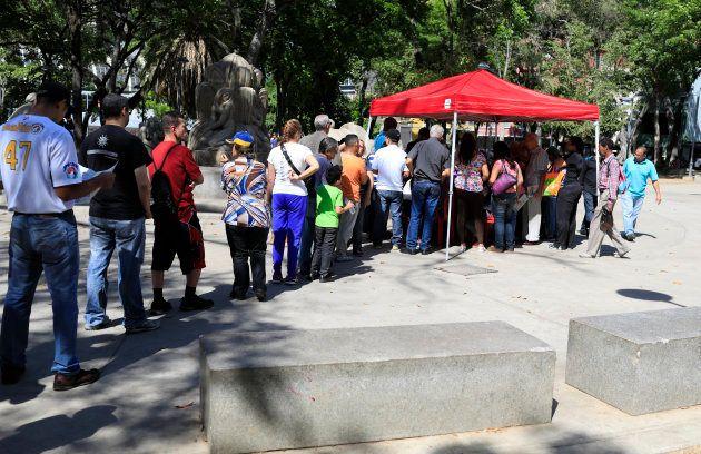 Nicolas Maduro largement réélu au Venezuela, son principal opposant exige un nouveau