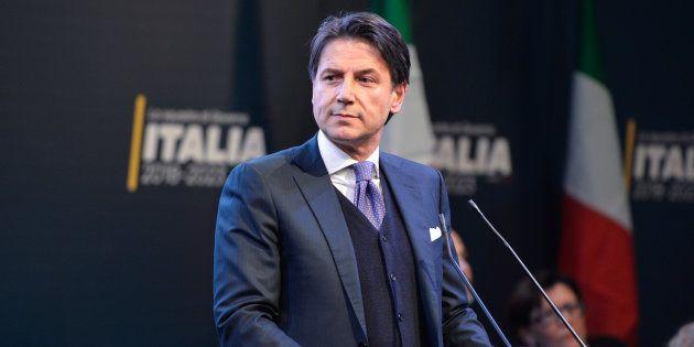 GiuseppeConte, un juriste de 54 ans, novice en politique, choisi par les populistes italiens pour diriger...