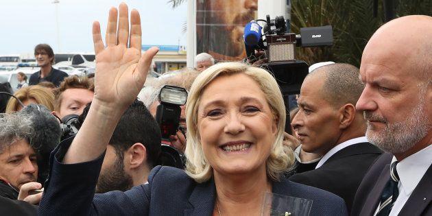 Marine Le Pen se réjouit du futur gouvernement populiste en Italie