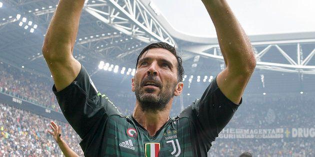 Gianluigi Buffon se donne une semaine pour décider s'il va signer au