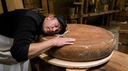 Ce fromager suisse affine son emmental en
