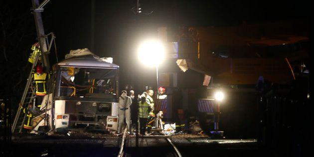 Des policiers sur le lieu de la collision près de Millas le 14 décembre