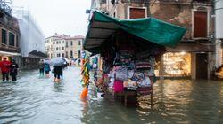 Des vents violents, pluies torrentielles et impacts de foudre ont fait près de 20 morts en