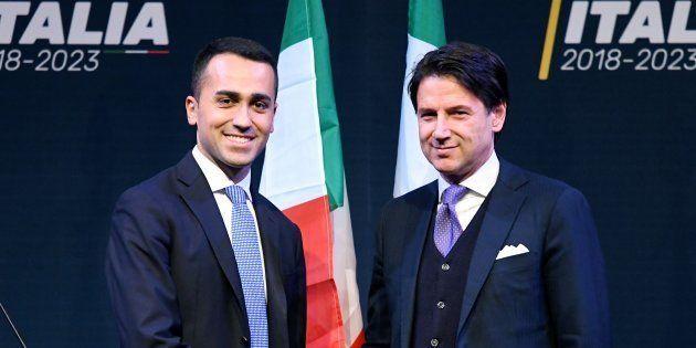 Le CV truqué de Giuseppe Conte (à droite) va-t-il déjà faire exploser le futur gouvernement antisystème...
