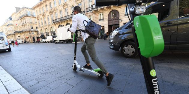 Comme Bordeaux, la ville de Paris veut sanctionner les abus des usagers de trottinettes électriques en...