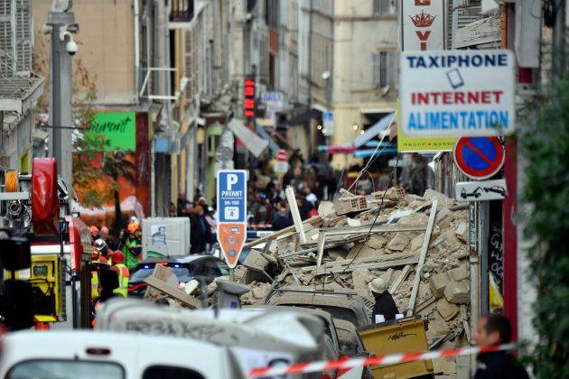Les débris des immeubles effondrés rue d'Aubagne, à l'intérieur du périmètre de sécurité installé par...