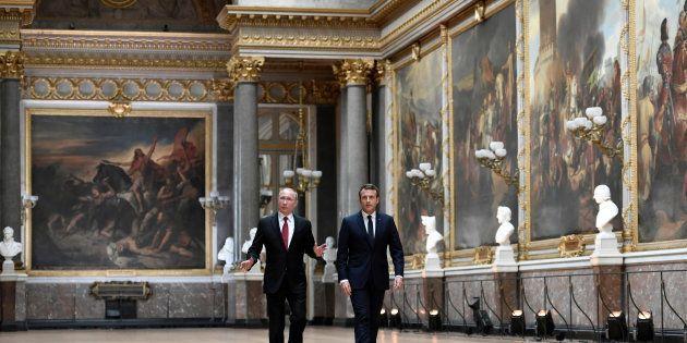 Emmanuel Macron et Vladimir Poutine dans la Galerie des Batailles du Château de Versailles, le 29 mai