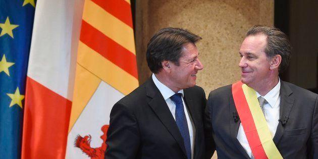 Renaud Muselier, président de la région Paca, accueilli par son prédécesseur au Conseil régional à Marseille,...