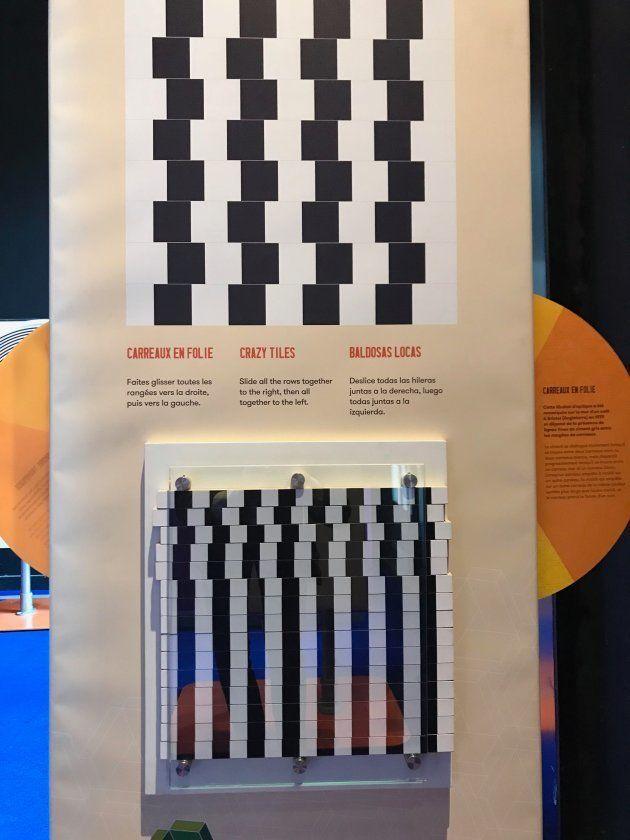 Sous cette illusion, un module permet d'aligner les bandes de carreaux pour se rendre compte que toutes...