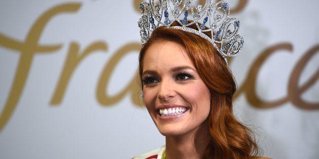 La Miss France 2018 Maëva Coucke en conférence de presse après son élection, le 16
