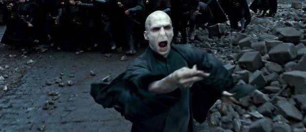 Voldemort a causé d'innombrables peines aux communautés magiques, comme